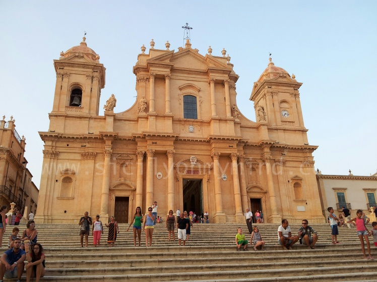 noto-sicily- cathedral-facade